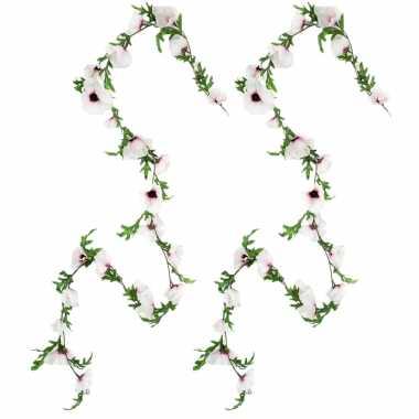 2x stuks bloemen slinger 180 cm met creme roze klaprozen bloemen