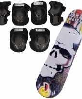 Set van skateboard 81 cm met doodskop print en valbescherming maat m 6 tot 8 jaar