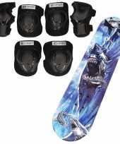 Set van skateboard 81 cm met haaien print en valbescherming maat s 4 tot 5 jaar
